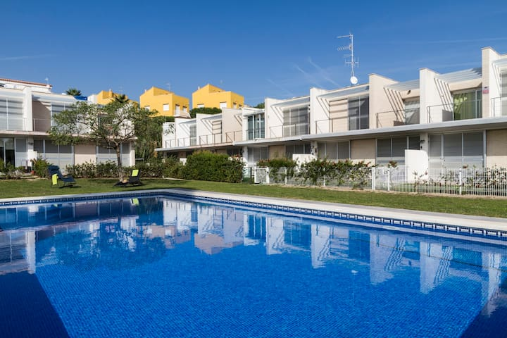 BEAUTIFUL HOUSE, WITH POOL AND CLOSE TO THE BEACH!