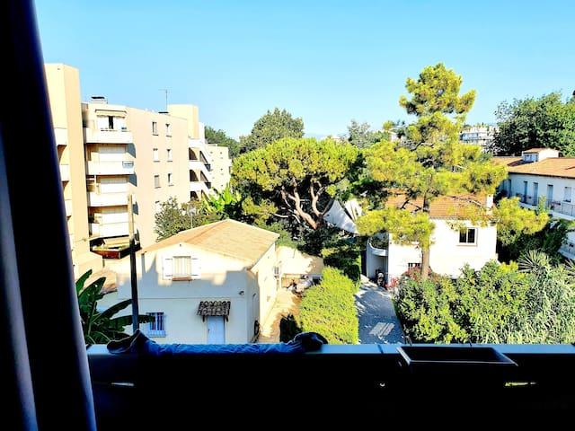 Appartement en residence centre  Cagnes sur Mer.