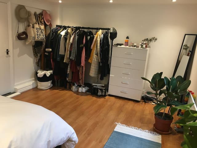 Large, cosy room in London Fields