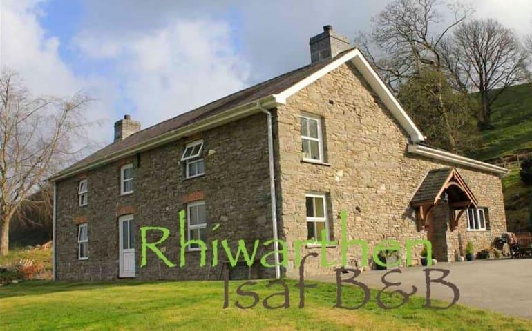 Rhiwarthen Isaf Farmhouse B&B - Twin Room