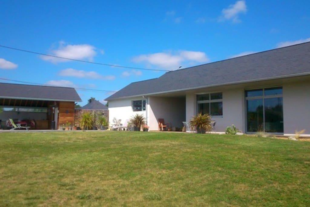 Villa moderne avec piscine entretarbes et lourdes for Piscine lourdes