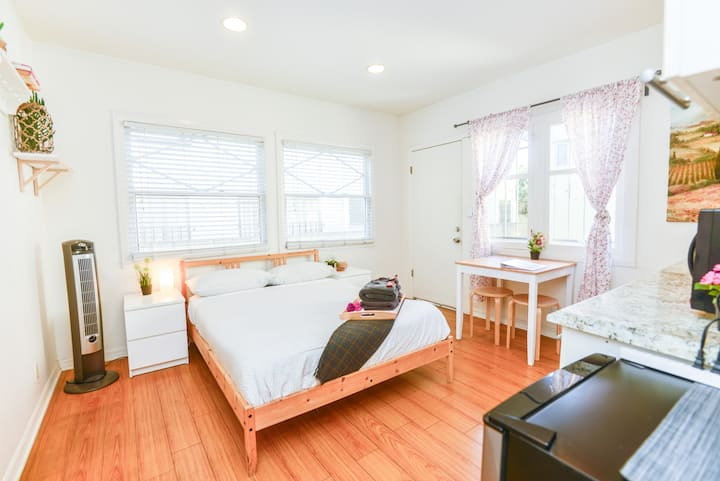 W.B3- Cozy Private Studio, Large Closet Hollywood