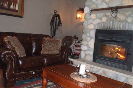 Red Barn Ranch in scenic valley - Summerland