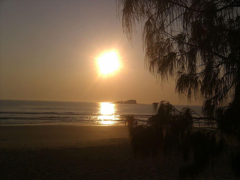 Mudjimba Beach Sunrise  2 kls