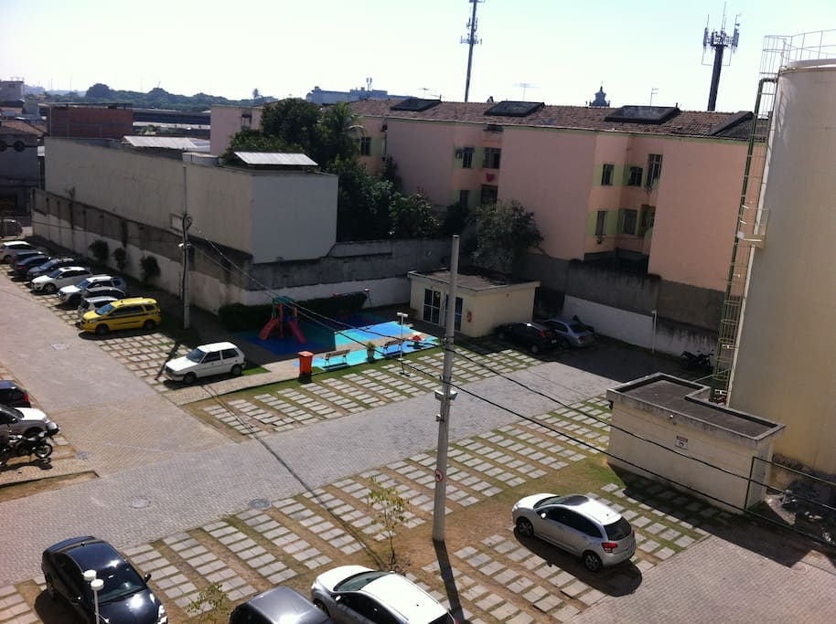 estacionamento e parquinho