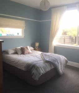 Cosy & Welcoming Double Room close to everything - Hus