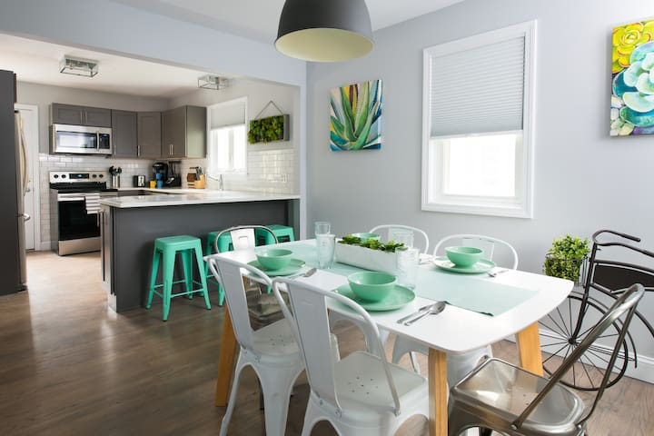 Center Home, newly renovated by the beaches & Deck