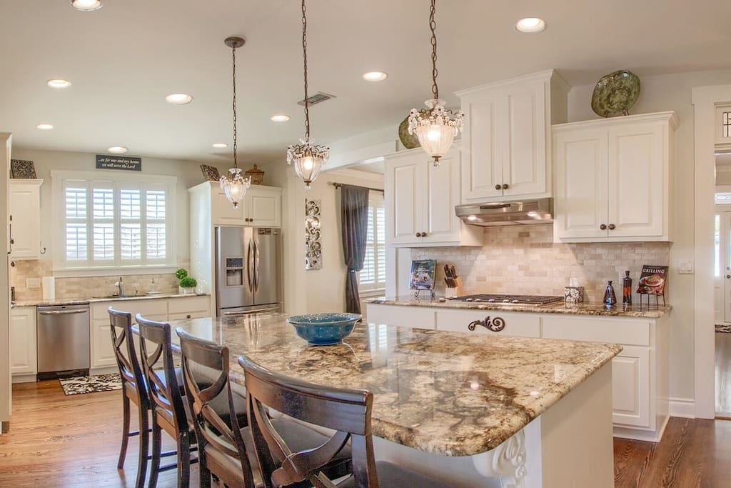 Stainless appliances, gas range top make this a fun place to prepare that special dinner!