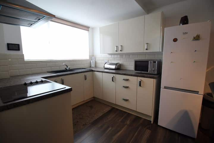 Cosy Centrally Located Rooms Downtown
