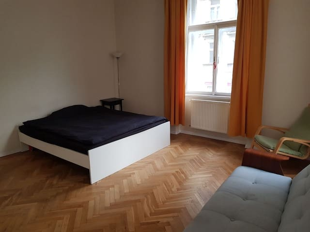 Nice and bright room to be rent in Zizkov