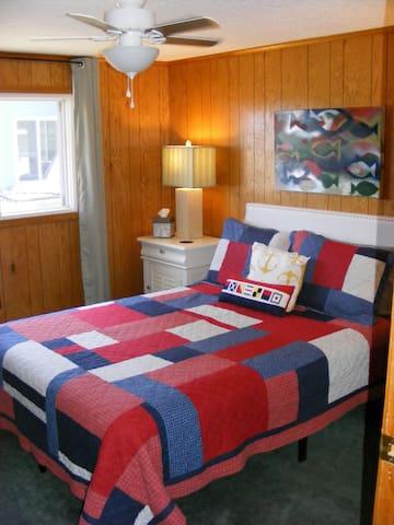 Cozy bedroom w/ memory foam mattress.
