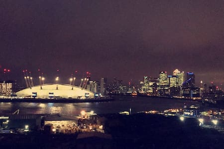 Amazing Modern Flat Overlooking O2 - London