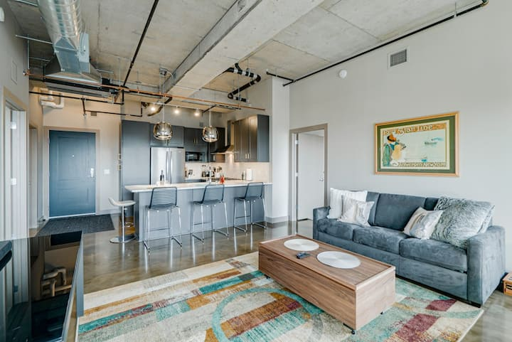 Minnestay* Sable 85 Two Bedroom ★ Private Balcony v North Loop ★ Target Field