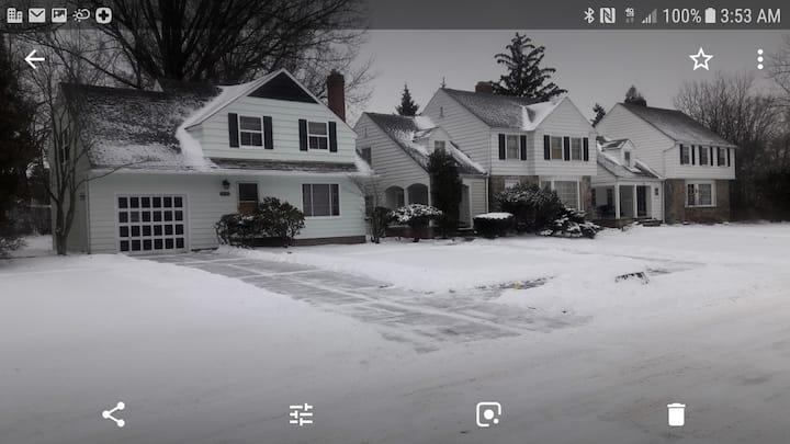 Cleveland Heights Suburban Neighborhood Living