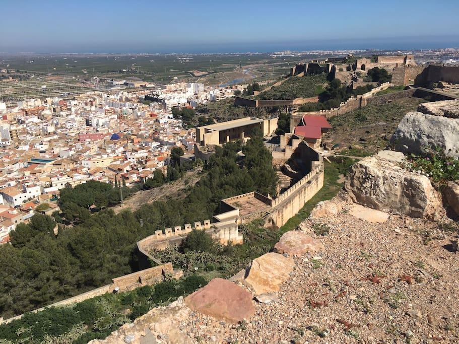 Muralla del Castillo de Sagunto.Vistas desde lo más alto de Sagunto