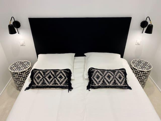 Grande chambre (lit 160x200) avec tres grand dressing et coiffeuse.