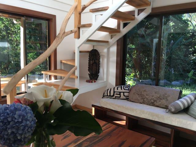 Casa Amigos- Fabulous, roomy riverside home!