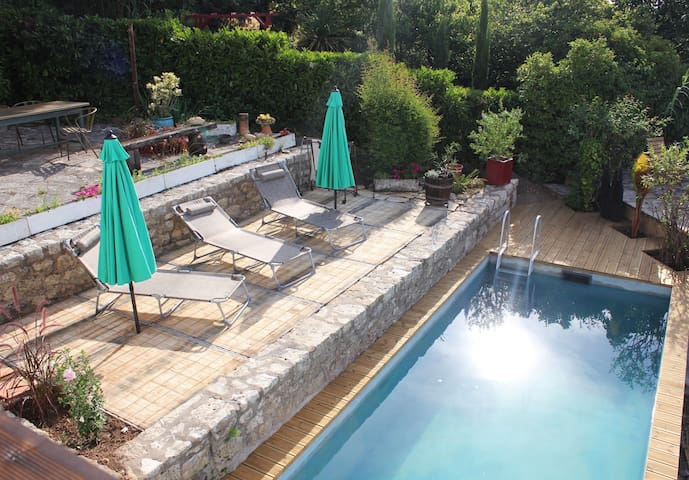 appartement  T2 neuf avec superbe vue et piscine