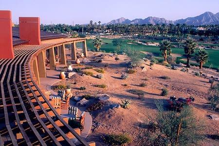 Luxury Resort Condo for Coachella!! - 팜데저트 - 아파트(콘도미니엄)