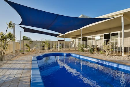 Whaleshark - Exceptional Marina Home With Pool - Exmouth