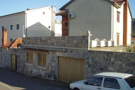Apartments Srhoj / Studio Paiz A1 - Stari Grad - Pis
