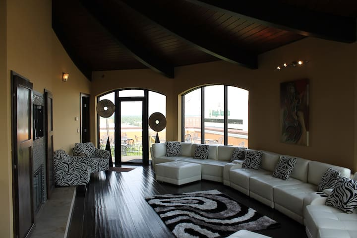 Luxury Penthouse built on top floor - Wichita - Overig