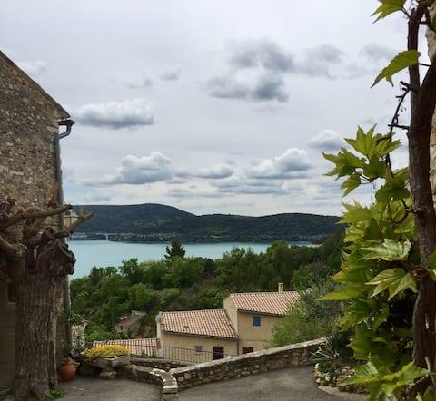 Chambre agréable au cœur du village de Ste Croix