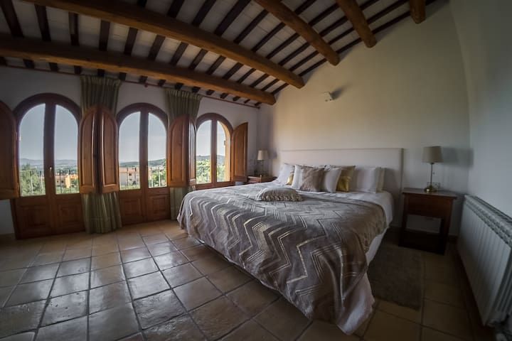 Charm & Comfort in the Hearth of Montserrat