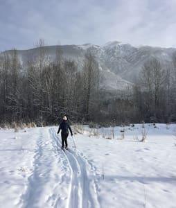 Comfortable Mountain Escape in Great Location - Golden - Maison