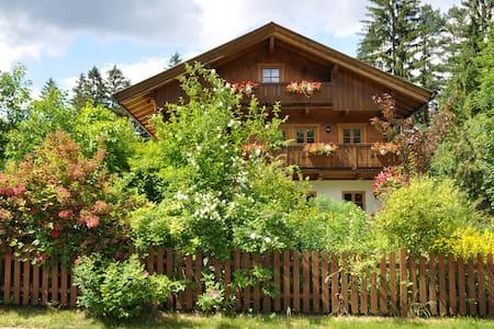 Ruhige Ferienwohnung mit großem Freisitz - Schliersee - อพาร์ทเมนท์
