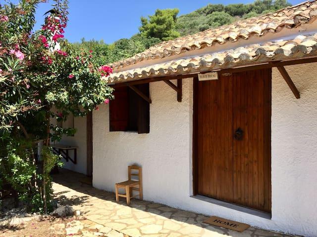 Vounaki House - Bedroom 1 outside