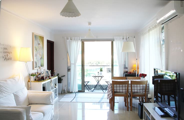 Bright Modern Flat in Village with Balcony & Roof - New Territories - อพาร์ทเมนท์