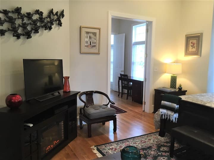 Green room (suite) - Loudoun Valley Manor