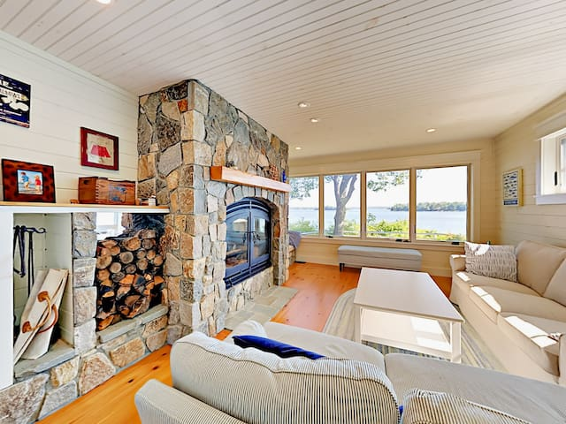 Waterfront 3BR w/ Expansive Views