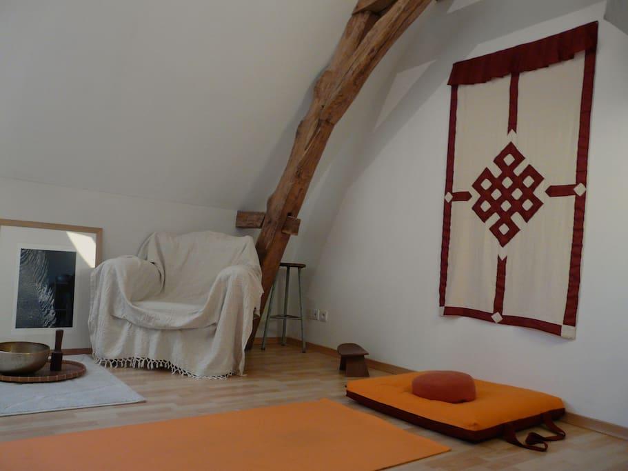 pièce zen , yoga, méditation, lecture...