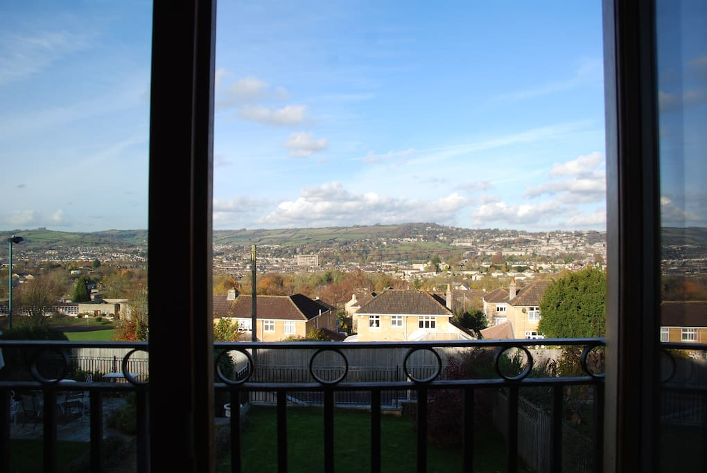 with views of Bath and beyond.