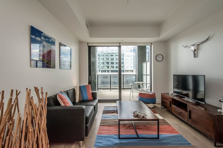 Corporate Stays   The Roy   Modern 1BR