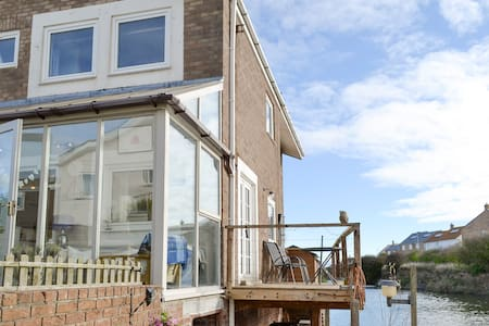Water's Edge Holiday Home (UK3121)
