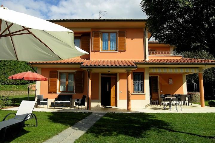 Lovely Villa in Loro Ciuffenna with Swimming Pool
