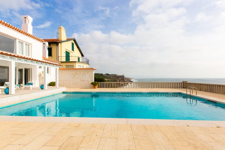 Villa absorbed by the sea with pool and garden