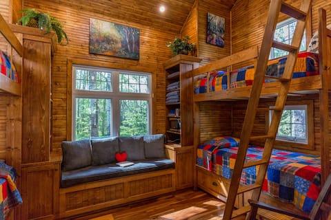 Woodsy Cabin Getaway-Four Season Paradise