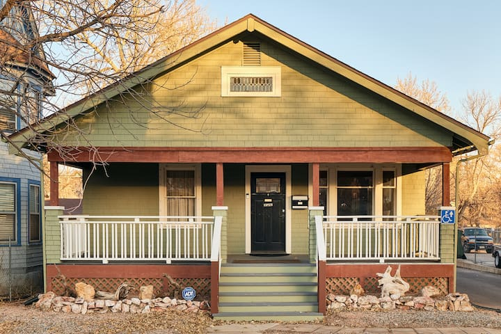 *NEW* Wild West Retreat - Ideal Downtown Location + Comfort