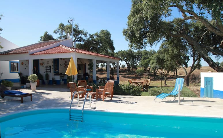 Monte do Cão, villa with private pool in Alentejo