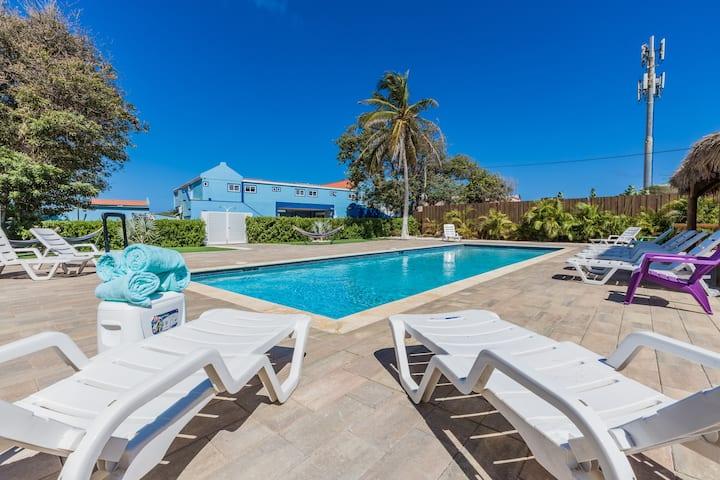 Modern Double Apt w/ Pool View -Minutes to Beaches