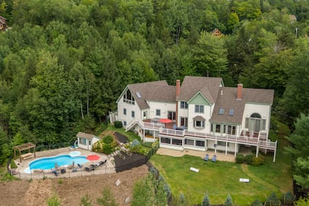 Mountain Calling- 6 Bedroom minutes to the slopes