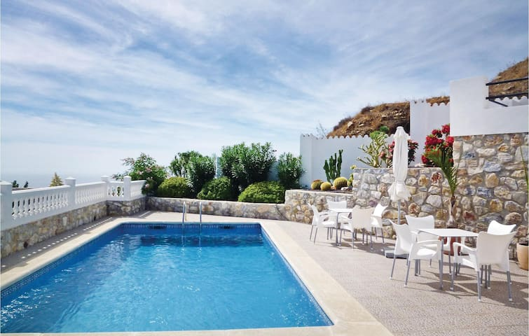 Holiday cottage with 5 bedrooms on 207m² in Almuñécar