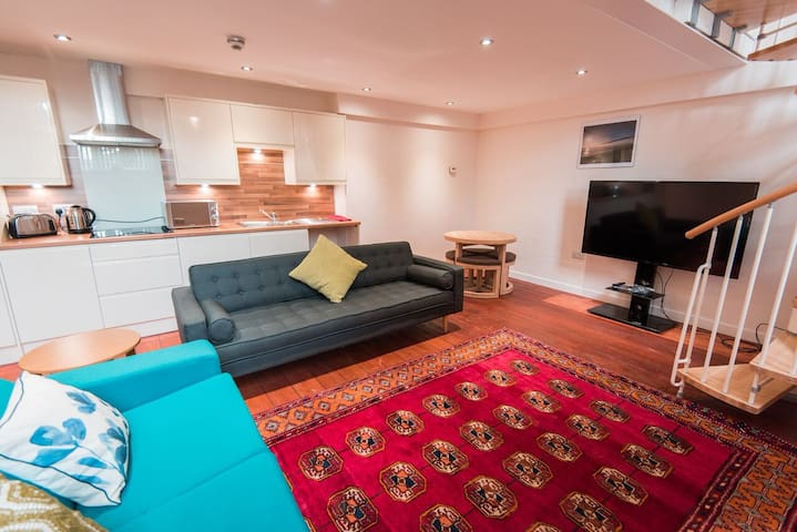 Spacious 1 bedroom private serviced apartment#2