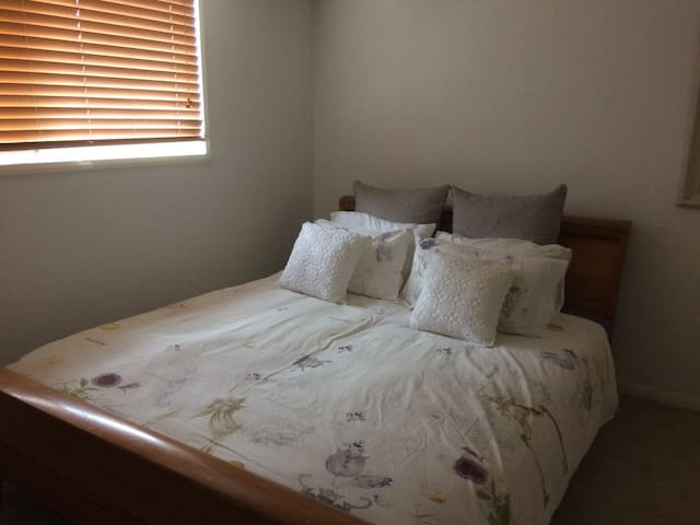 Gorgeous Room, King Bed and bathroom Nth Brisbane - Petrie - Ev