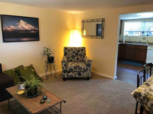 Clean, private and comfortable on the Heights