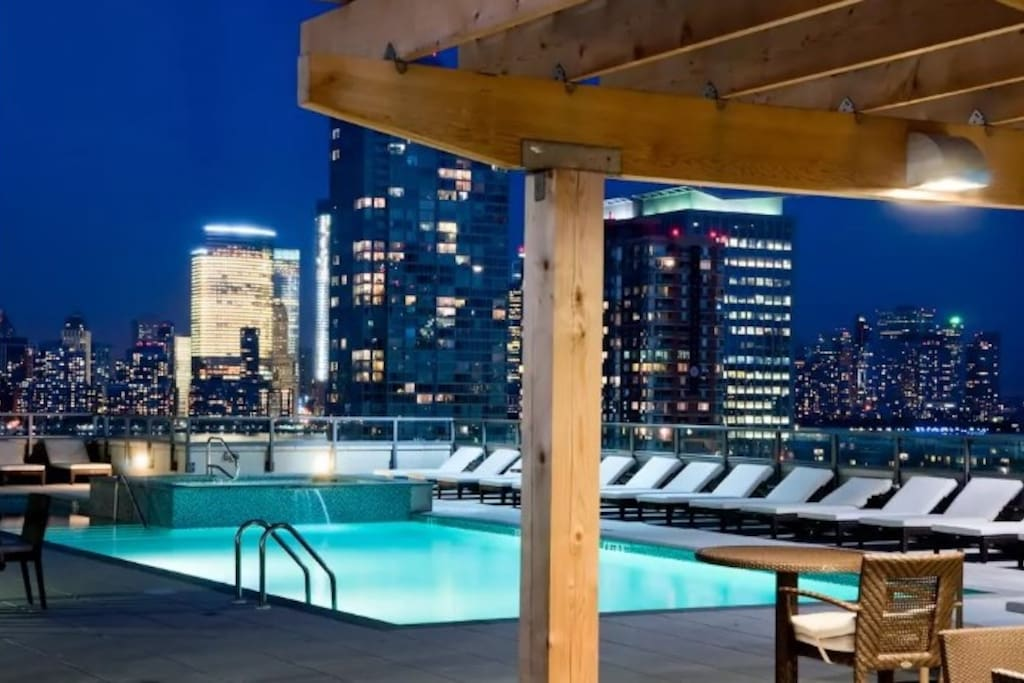 Manhattan 1 Stop Gym Billiard Swimming Pool Apartments For Rent In Jersey City New Jersey
